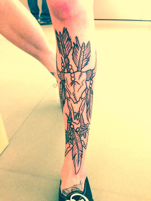 Skull tattoo on leg best tattoo ideas designs for Skull leg tattoos