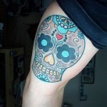 Color skull leg tat
