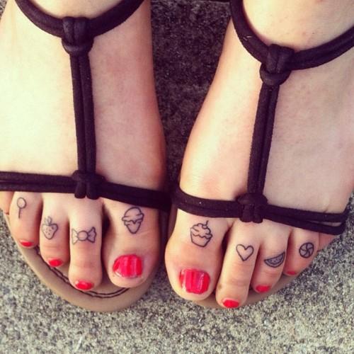 toes tattoos best tattoo design ideas. Black Bedroom Furniture Sets. Home Design Ideas