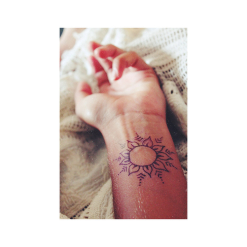 Henna Style Wrist Tattoo: Best Tattoo Design Ideas