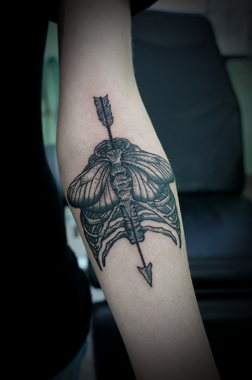 Arrow & Ribs Tattoo