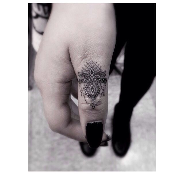 Minimal Finger Pattern Tattoo