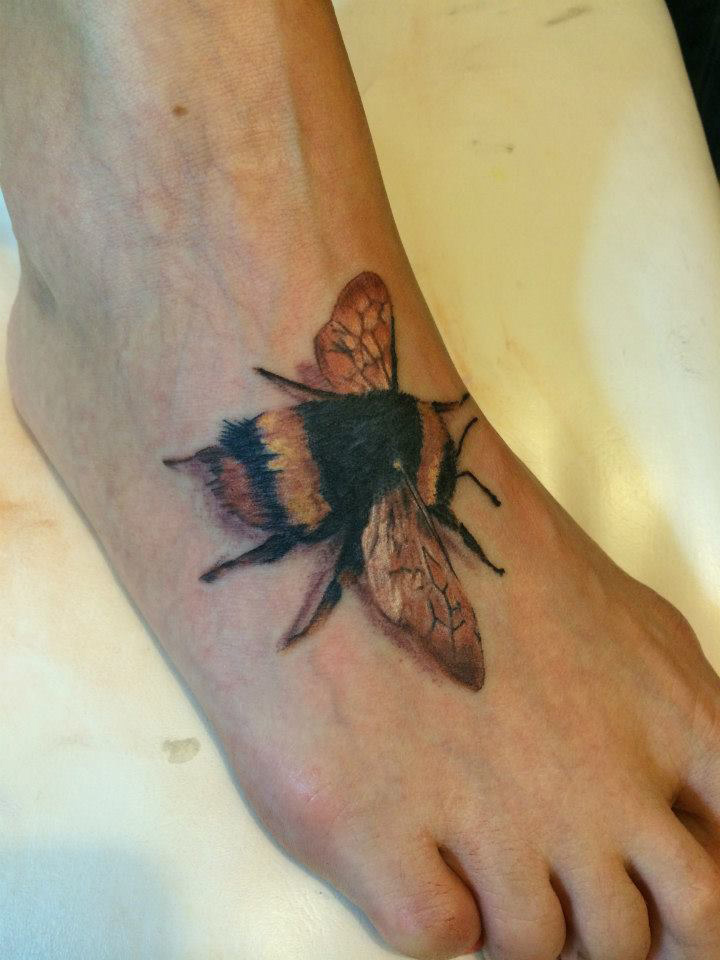 f6ed78122c796 Bumblebee Foot Tattoo | Best tattoo design ideas
