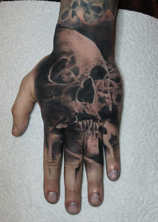 hand skull tattoo best tattoo design ideas. Black Bedroom Furniture Sets. Home Design Ideas