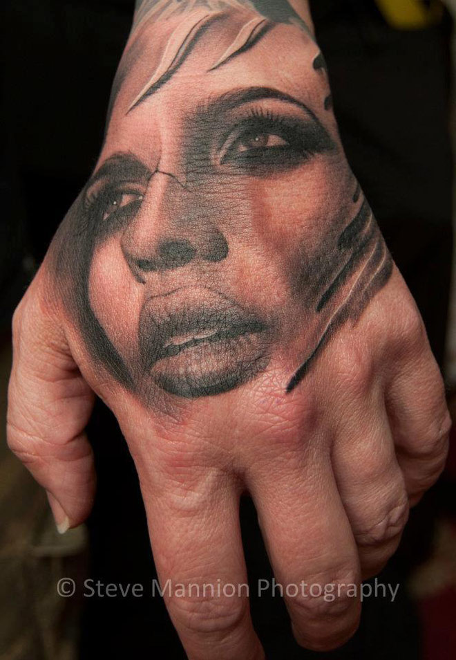 ‎Woman's Face Hand Tattoo