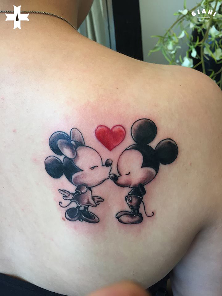 minnie kissing mickey mouse best tattoo design ideas. Black Bedroom Furniture Sets. Home Design Ideas