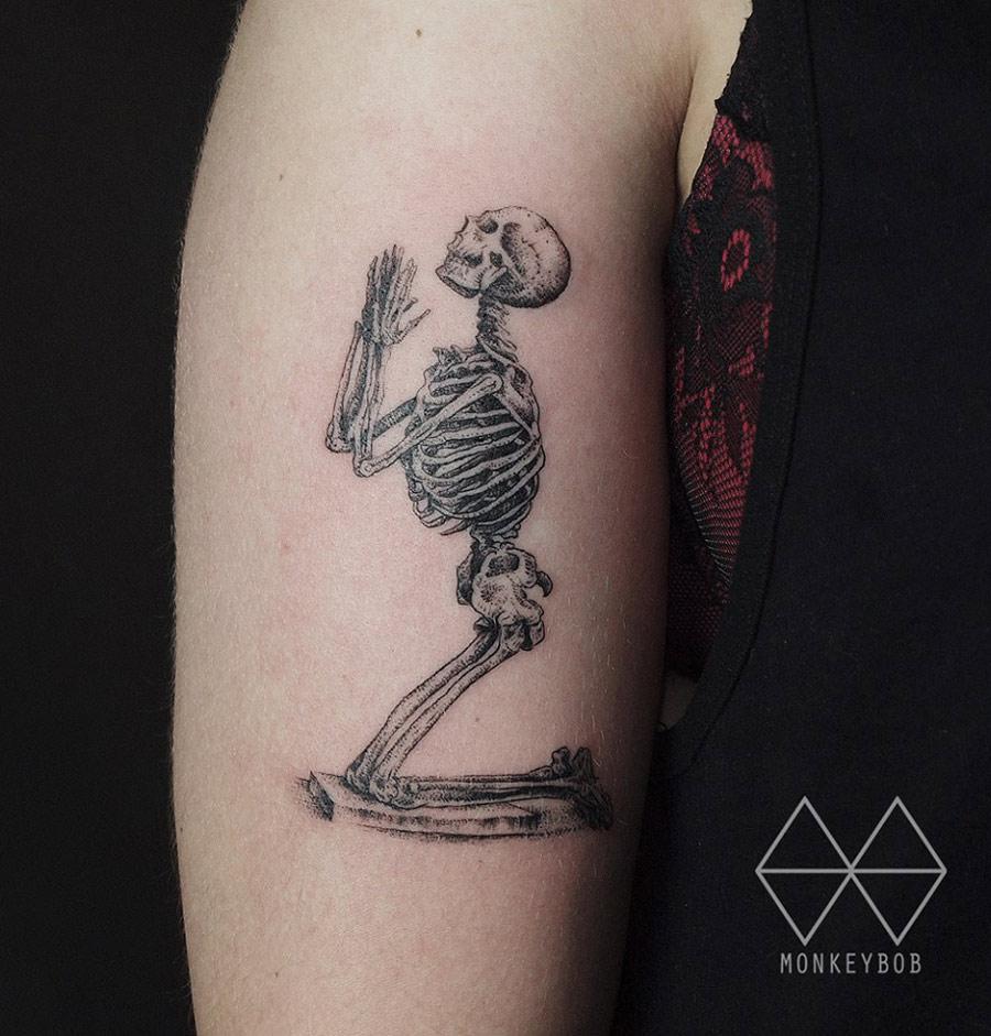 william cheselden 39 s praying skeleton best tattoo design ideas. Black Bedroom Furniture Sets. Home Design Ideas