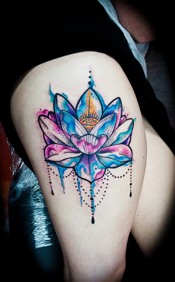 Watercolor Lotus Flower On Girls Thigh | Best tattoo