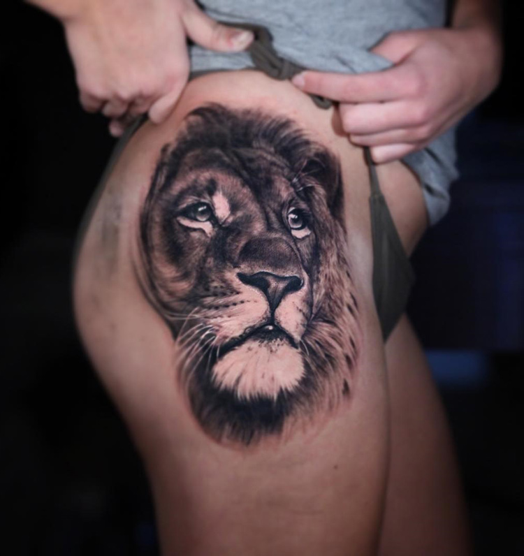 realistic lion on womans hip best tattoo design ideas. Black Bedroom Furniture Sets. Home Design Ideas