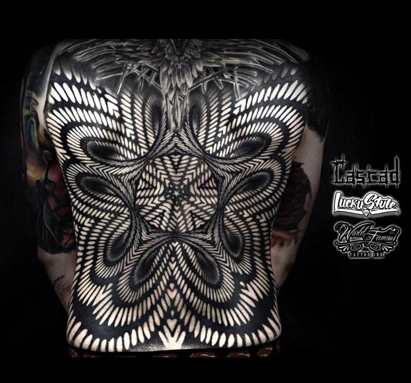 Tattooz Designs Back Tattoos: Abstract 3D Pattern On Guys Back