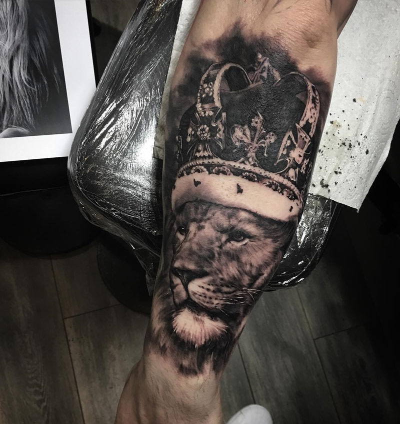 Lion With Crown Wallpaper Lion With Crown Tattoo Design: Best Tattoo Design Ideas