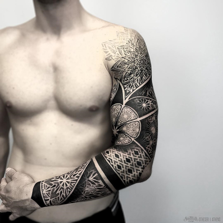 Geometric Pattern Sleeve