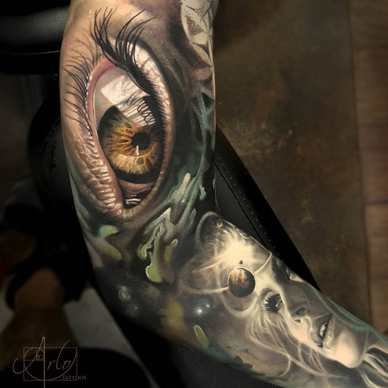 Realistic human eye & atom