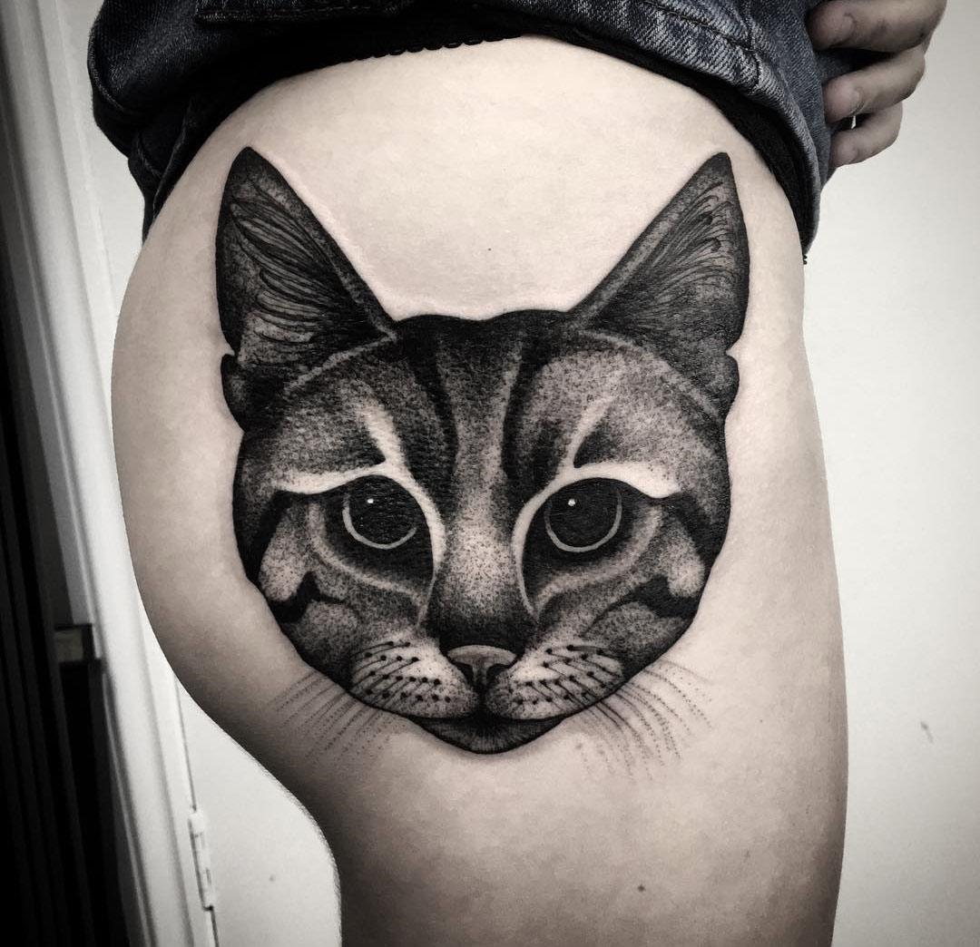 cat portrait on girl 39 s hip best tattoo design ideas. Black Bedroom Furniture Sets. Home Design Ideas