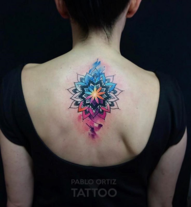 Aquarell-Mandala Back Tattoo