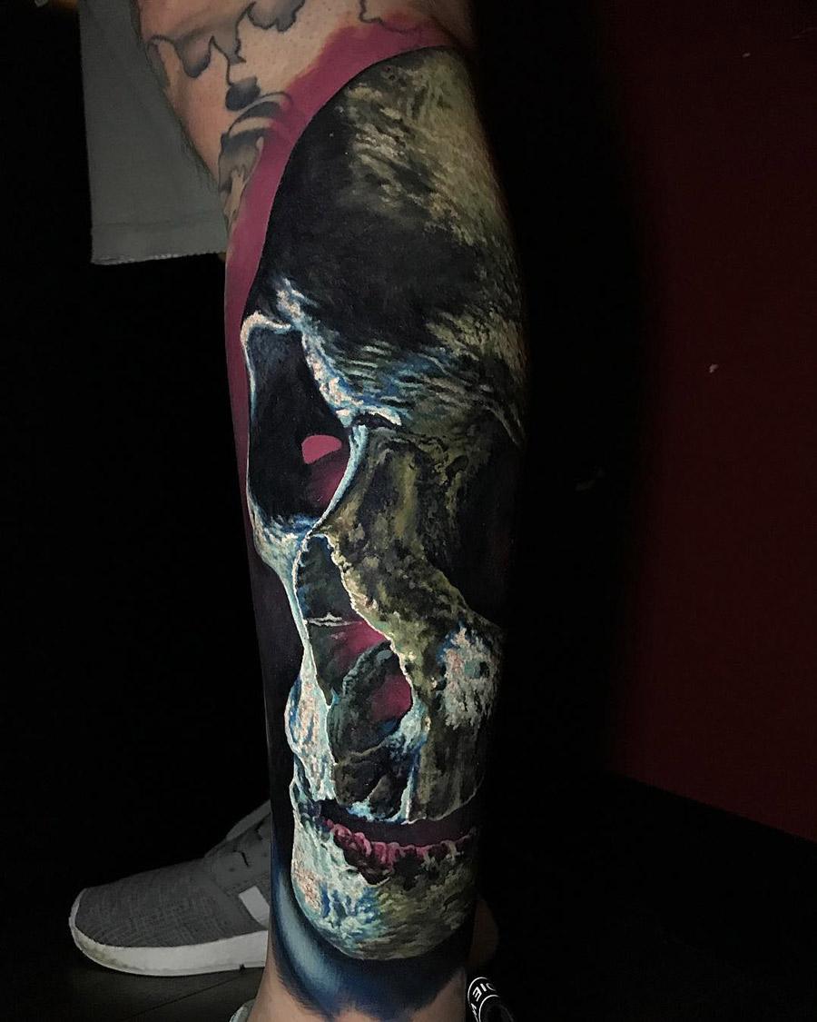 3D Skull on guy's leg