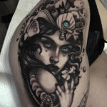 Lady's portrait done on girl's hip