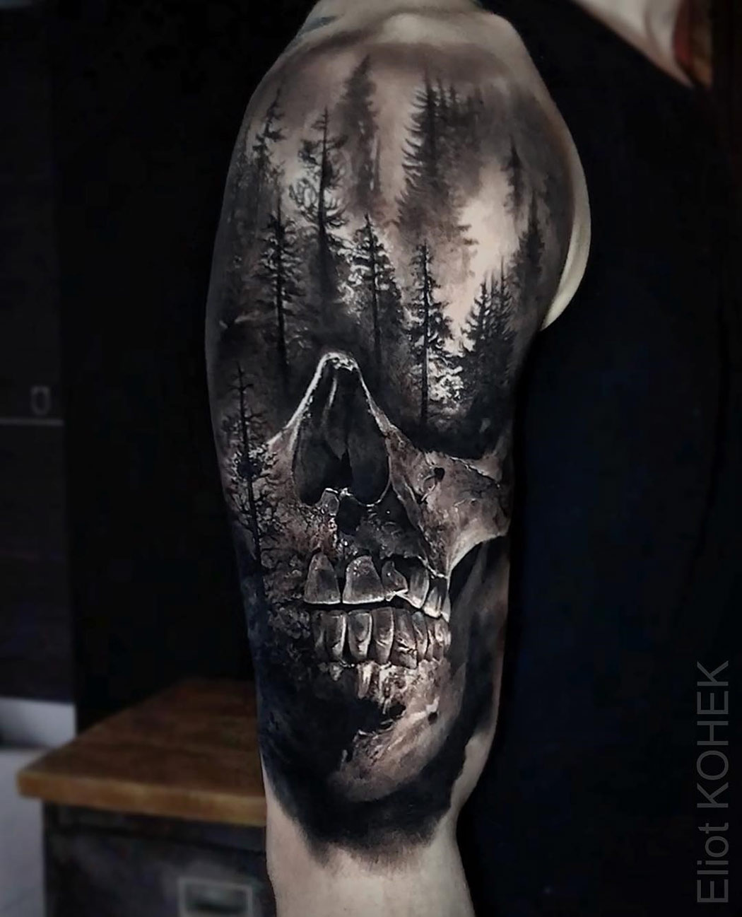 Skull & Forest, Mens upper arm