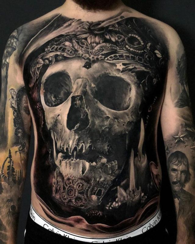 Skull b&g men's front tattoo