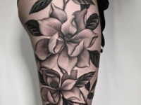 Magnolias b&g thigh tattoo