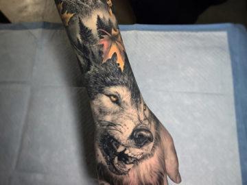 Wolf hand banger
