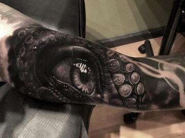 Eye & Tentacles tattoo